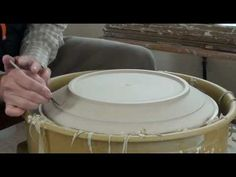 48. Trimming a Large Porcelain Platter with Hsin-Chuen Lin - YouTube