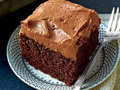 Chocolate Mayonnaise Cake with Chocolate Cream Cheese Frosting. Mayonnaise is basically eggs and oil, so it makes a very moist cake. The cake will not taste like mayonnaise. Chocolate Mayonnaise Cake, Chocolate Cream Cheese Frosting, Mayonaise Cake, Choc Mayo Cake Recipe, Cupcakes, Cupcake Cakes, Just Desserts, Delicious Desserts, Dessert Recipes