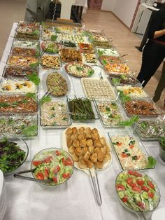 Kall mat Bbq Party, Party Snacks, Lunch Buffet, Party Buffet, Party Spread, Graduation Food, Birthday Bbq, Dinner Party Recipes, Food Platters