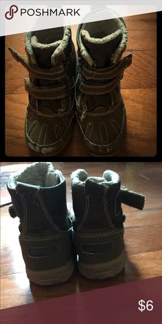 Kids snow boots Size 9 kids snow boots! Very cute, used condition (some wear on toes). Make an offer! Carter's Shoes Rain & Snow Boots