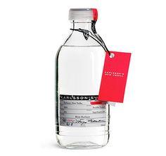 Karlssons Vodka: Inspirationen från Absolut är tydlig, i detta fall har man tagit det ännu ett steg längre och verkligen gjort förpackningen till en medicinflaska