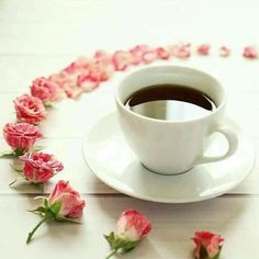 A bright cup of freshly brewed coffee, along with a circle of baby roses, full of the best hopes and wishes. Coffee Vs Tea, Sweet Coffee, I Love Coffee, Coffee Art, Coffee Cups, Tea Cups, Good Morning Coffee, Coffee Break, Coffee Time