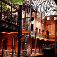 Bradbury Building Remember when Tom meets Autumn at the end of 500 Days of Summer? Yep, that was the Bradbury Building. You might also recognize the architectural gem, built in 1893, from Blade Runner. Just don't forget to soak in the historical significance between shots.Bradbury Building, 304 South Broadway Street (at West 3rd Street); 213-626-1893. #refinery29 http://www.refinery29.com/popular-los-angeles-landmark-photos#slide-23