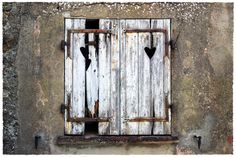 """""""La fenêtre au Coeur Brisé"""" …à Gassin, en Provence :-)"""