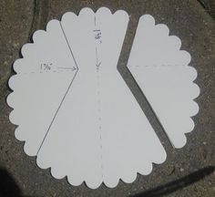 Scallop Circle dress and directions (for wedding cards or something fancy?Scallop Circle dress and directions. Make sure the centre is lined up accurately…Scallop Circle dress and directions-why can't I think of these simple things?Scallop Circle d Punch Art Cards, Paper Punch Art, Dress Card, Diy Dress, Bridal Shower Cards, Card Making Techniques, Card Tutorials, Dress Tutorials, Card Sketches
