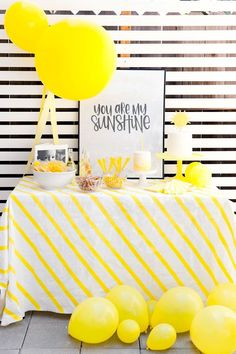This adorable Birthday party theme is so fun. You are my sunshine party theme with lots of yellow, free printable art, and lots of easy DIY's themes SUNSHINE BIRTHDAY PARTY - Tell Love and Party Yellow Birthday Parties, Girls Birthday Party Themes, Fun Party Themes, Birthday Party Tables, 1st Birthday Girls, Ideas Party, Yellow Party Decorations, Birthday Ideas, Diy Party