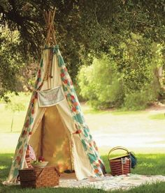 Picnic teepee, great idea for summer snack time