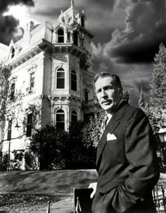 Vincent Price well known for his distinctive voice as well as his serio-comic performances in a series of horror films made in the latter part of his career. Vincent Price, Scary Movies, Old Movies, Classic Hollywood, Old Hollywood, Hollywood Stars, Godzilla, Dramas, Photo Vintage