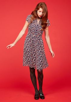 <p>By the light of dawn, you don this floral dress and depart for your artistic internship. As you drift amid the galleries, the buttoned neckline, pintucked bodice, and pink-and-ivory print of this navy-based ensemble - part of our ModCloth namesake label - become the center of a creative discussion!</p>