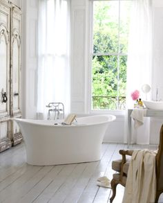 French Bathroom - Design photos, ideas and inspiration. Amazing gallery of interior design and decorating ideas of French Bathroom in bedrooms, nurseries, bathrooms by elite interior designers - Page 21 Bad Inspiration, Bathroom Inspiration, Bathroom Ideas, Bathroom Designs, Bathroom Interior, Bathtub Ideas, Bathroom Trends, Bathroom Renovations, Style At Home