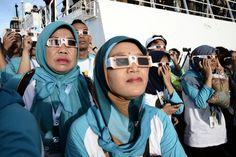Une éclipse totale de Soleil a obscurci le ciel mercredi en Indonésie et dans l'océan Pacifique, un phénomène naturel rare célébré dans l'archipel d'Asie d