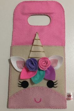 Porta Carregador de Celular - Nuvem no Unicorn Birthday Parties, Unicorn Party, Felt Diy, Felt Crafts, Diy Home Crafts, Crafts For Kids, Pinterest Diy Crafts, Felt Phone, Fabric Storage Boxes
