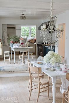 Rachel Ashwell's dining room and kitchen have shiny ceilings