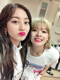 twice ♡ jihyo + jeongyeon Nayeon, South Korean Girls, Korean Girl Groups, Jihyo Twice, Chaeyoung Twice, Fotos Goals, Song Of The Year, Pre Debut, Twice Once