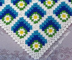 Cutest thing ever! My next crochet project. Ravelry: Mitered Summer Daisy Baby Afghan pattern by the Jewell's Handmades Baby Afghans, Crochet Afghans, Motifs Afghans, Baby Afghan Patterns, Knitting Patterns, Crochet Patterns, Blanket Crochet, Chevron Blanket, Pdf Patterns
