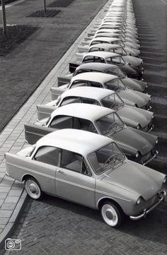 we zien de auto's als één lijn omdat we de neiging hebben om in doorlopende lijnen te denken