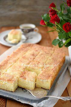 Sernik z bezą kokosową Polish Desserts, Polish Recipes, Polish Food, Tasty, Yummy Food, Sweets Cake, Wedding Desserts, International Recipes, Cheesecake Recipes