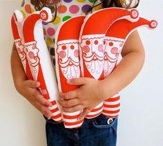 Ces amusement Santas ont été conçus par Jane dans son atelier. Elle a conçu pour sa fille de la pop dans son bas de Noël. Chacun a été