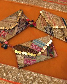 use them as a clutch or as a cross body Bags Clutches & Wristlets Diy Envelope, Envelope Design, Envelope Clutch, Fancy Envelopes, Wedding Envelopes, Cash Envelopes, Handmade Envelopes, Shagun Envelopes, Trousseau Packing