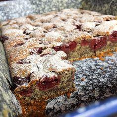 "Meggyes-mákos ""dobálós"" - GastroHobbi Poppy Cake, Banana Bread, Food And Drink, Sweets, Cookies, Baking, Recipes, Drinks, Yogurt"