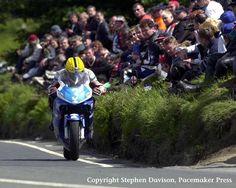 TT 2000  Rider:  JoeyDunlop  Date:  June 2000