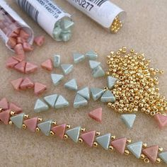 The best in DIY jewelry projects - patterns and step by step tutorials Beading Projects, Beading Tutorials, Beaded Jewelry Patterns, Beading Patterns, Bead Crafts, Jewelry Crafts, Jewelry Ideas, Handmade Jewelry, Jewelry Making Tutorials