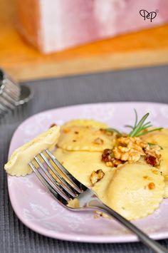 Ravioli di patate e prosciutto cotto con ragù bianco di noci e nocciole