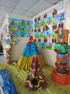 retour sur l'exposition - quoi de neuf dans la classe 9 ? Indian Party Themes, Indian Theme, American Indians, Native American, African Art Projects, Fun Crafts, Crafts For Kids, Africa Day, Classe D'art