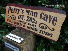 #mancave #man #cave #vaderdag #werkplaats #keet #thuiskroeg #bierpub #persoonlijk #print #dibond #houtlook #hout #beer #goodtimes #relax #chillen #game #music #naambord Bbq Grill, Grilling, Beer Opener, Man Cave, Relax, Prints, Home Decor, Bar Grill, Decoration Home