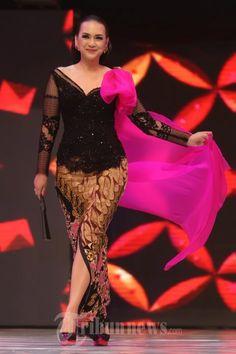 Kebaya Brokat, Kebaya Dress, Batik Kebaya, Batik Dress, Indonesian Kebaya, Batik Fashion, Thai Dress, Hijab Chic, Ball Gown Dresses