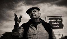 Addio a Eduardo #Galeano, uno dei più grandi scrittori latinoamericani. Un sognatore ed amante del calcio:  http://ow.ly/LAJDh