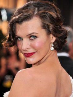 """Milla Jovovich    La actriz le dio un estilo ondulado y femenino a su """"bob""""."""