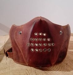 Mask for motorcyclists made of 100% Argentinian cow leather. There is a ventilation system included in the mask and it can be used perfectly with open helmets! The mask is adaptable to any size of head and allows an easy and fast positioning. This facts secure that the product will
