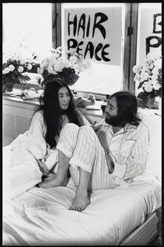 Gli omaggi per il compleanno di John Lennon - MarieClaire