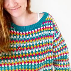 The Granny Rocks jumper is an oversized slouchy jumper with a wide neckline that you can throw on during those chilly days. Modern Crochet, Cute Crochet, Crochet For Kids, Beautiful Crochet, Crochet Top, Crochet Jumper Pattern, Jumper Patterns, Crochet Blouse, Crochet Patterns