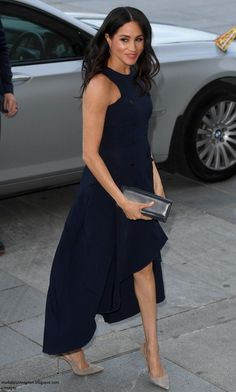 Meghan, Duchess of Sussex at an evening reception at the Auckland War Memorial Museum. Prime Minister Ardern praised Meghan's warmth and grace during the Youth Reception on October Meghan, Duchess of Sussex at an evening reception a Estilo Meghan Markle, Meghan Markle Stil, Meghan Markle Dress, Meghan Markle Outfits, Auckland, Princess Meghan, Prince Harry And Megan, Herzog, Looks Chic