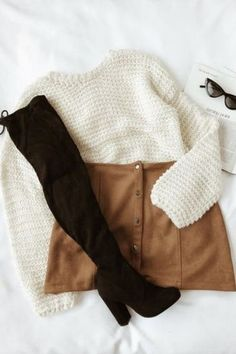 Me Love Camel – Wildleder-Minirock mit Druckknopfleiste – Herbst- und Winterou… Me Love Camel – Suede mini skirt with snap button placket – Fall and Winter outfits – High Street Fashion, Fashion Mode, Look Fashion, Teen Fashion, Fashion Outfits, Fall Fashion, Womens Fashion, Fashion Ideas, Ladies Fashion