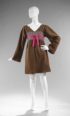 Rudi Gernreich Kabuki dress ca. 1963 via The Costume Institute of the Metropolitan Museum of Art 1960s Fashion Women, 1800s Fashion, 60 Fashion, Kimono Fashion, Retro Fashion, Fashion Beauty, Vintage Fashion, Womens Fashion, Fashion Design