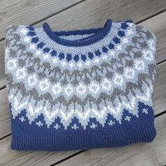 Så ble det en Riddari på storpia mi til bursdagen🎂 #riddari #islandskstrikk #islandsgenser #dropsnepal #hjemmestrikka #strikkeglede… Fair Isle Knitting Patterns, Sweater Knitting Patterns, Knitting Charts, Free Knitting, Crochet Patterns, Crochet Round, Knit Crochet, Norwegian Knitting, Icelandic Sweaters