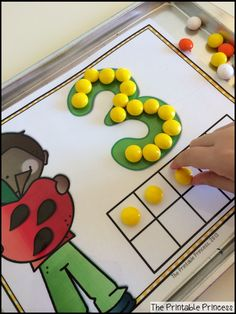 LOVE these play dough mats! Can be used with play dough, manipulatives, or dry erase markers. Cut and perfect for fall!