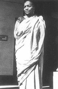 Sarojini Naidu - Indian Poet, part of Gandhi's movement, first woman president of India's National Congress.    http://www.outlookindia.com/images/photoessays/sarojini_naidu_mil_spec_050720.jpg