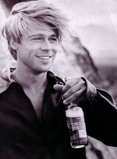 shallow and predictable to pin this because he's brad pitt.he's brad pitt. theres a reason he's brad pitt. Angelina Jolie, Brad And Angelina, Brad Pitt, Jennifer Aniston, Pretty People, Beautiful People, Thelma & Louise, Famous Faces, Gorgeous Men