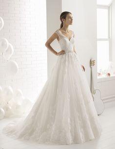 Robe Berlin #collection 2018 #airebarcelona ! #robesdemariee #robes #wedding #weddingdress #dress #bridal #mariée #mariage