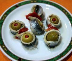 Rollos de anchoas = Anchoa + Aceituna + Pimiento + Salsa Vinagreta!