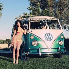 Las Vegas fashion model Courtney Hart featured with Robert's 1966 21 window VW. Featured Sunday Slacker centerfold in magazine four. Volkswagen Transporter, Volkswagen Minibus, Vw T1, Vw Camper Bus, Trucks And Girls, Car Girls, Mini Bus, Kombi Hippie, Combi T1