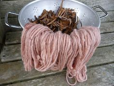 To dye with Silver Birch tree bark. Fabric Yarn, How To Dye Fabric, Spinning Wool, Hand Spinning, Natural Dye Fabric, Natural Dyeing, Fabric Dyeing Techniques, Yarn Painting, Textiles