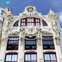A Coruña es un buen lugar para pasear y detenerte en edificios tan emblemáticos como el situado en la Plaza de Lugo 12. Descubre la ruta modernista en bit.ly/ruta-modernista-ac #JuevesdeArquitectura #modernismo #ACoruña #VisitaCoruña Plaza, Mansions, House Styles, Home Decor, Modernism, Paths, Buildings, Architecture, Decoration Home