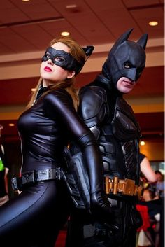 Catwoman Costume Cosplay Costumes For Comic Loving Couples - sorry future husband or kids I will embarass but I'm doing all of these; Catwoman Y Batman, Catwoman Cosplay, Dc Cosplay, Comic Con Cosplay, Best Cosplay, Joker, Couple Halloween Costumes, Halloween Cosplay, Cool Costumes