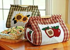 Country Apple & Sunflower Casserole Carrier Set DIY Thinking paisley would be CUTE Patchwork Bags, Quilted Bag, Quilting Projects, Sewing Projects, Fabric Crafts, Sewing Crafts, Felt Crafts, Casserole Carrier, Diy Sac