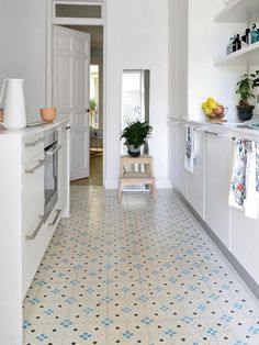 Kitchen Flooring Ideas - Our attractive high-end vinyl as well as rubber floors are the perfect mix of function as well as style. Here are simply a few cooking area flooring suggestions to obtain you started! Home Decor Kitchen, Interior Design Kitchen, New Kitchen, Home Kitchens, Kitchen Dining, Best Flooring, Vinyl Flooring, Kitchen Flooring, Flooring Ideas